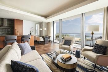Suite, 2 Bedrooms, Balcony, Partial Ocean View