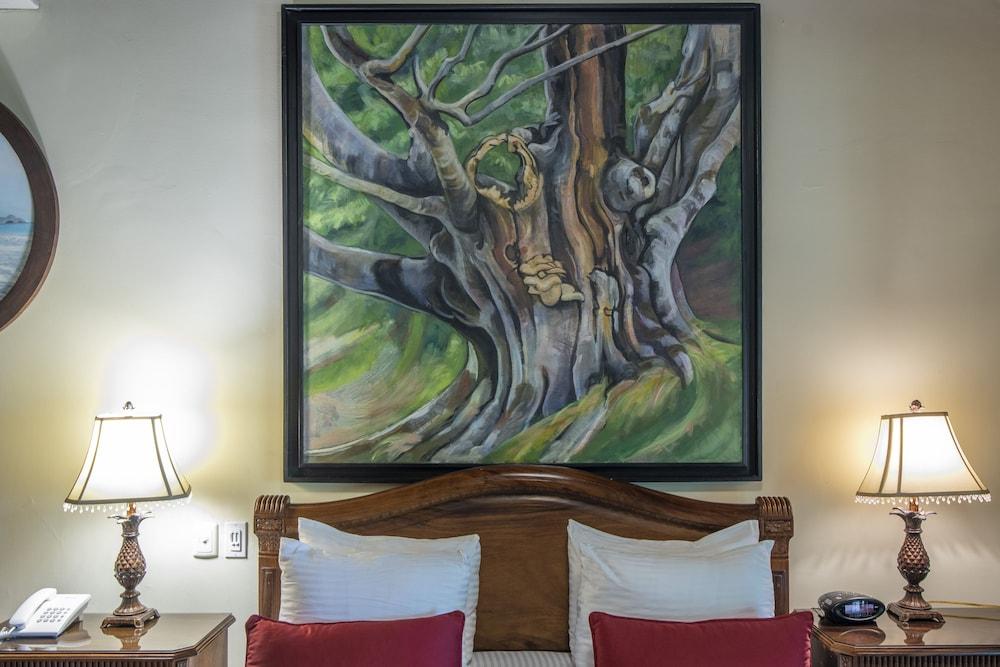 https://i.travelapi.com/hotels/2000000/1750000/1746400/1746356/07aae714_z.jpg