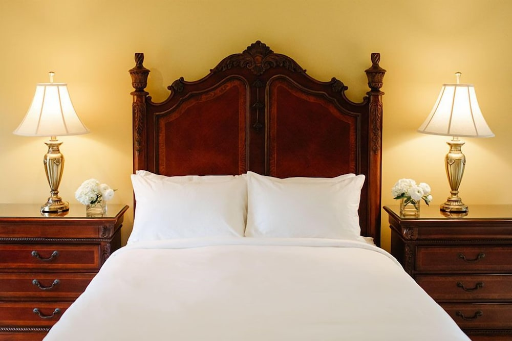 https://i.travelapi.com/hotels/2000000/1750000/1749400/1749344/2cb9937a_z.jpg