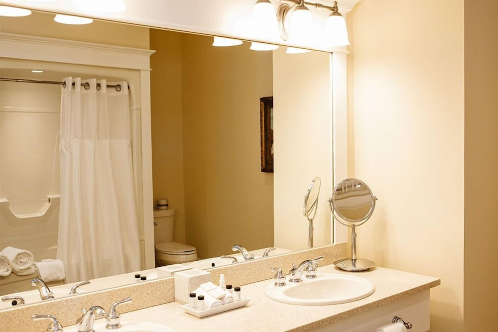 https://i.travelapi.com/hotels/2000000/1750000/1749400/1749344/3435da2e_z.jpg