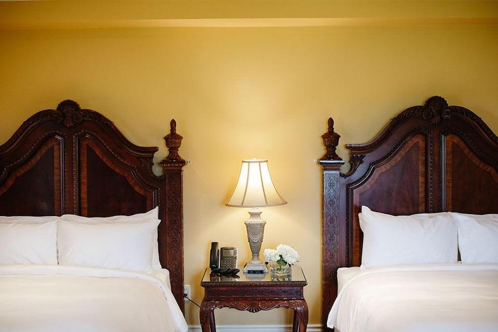 https://i.travelapi.com/hotels/2000000/1750000/1749400/1749344/6b2dc96d_z.jpg