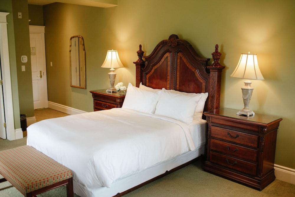 https://i.travelapi.com/hotels/2000000/1750000/1749400/1749344/7a895b41_z.jpg
