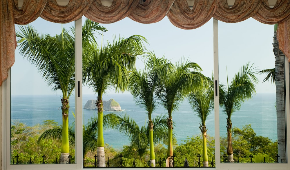 https://i.travelapi.com/hotels/2000000/1760000/1753000/1752985/15a08d62_z.jpg