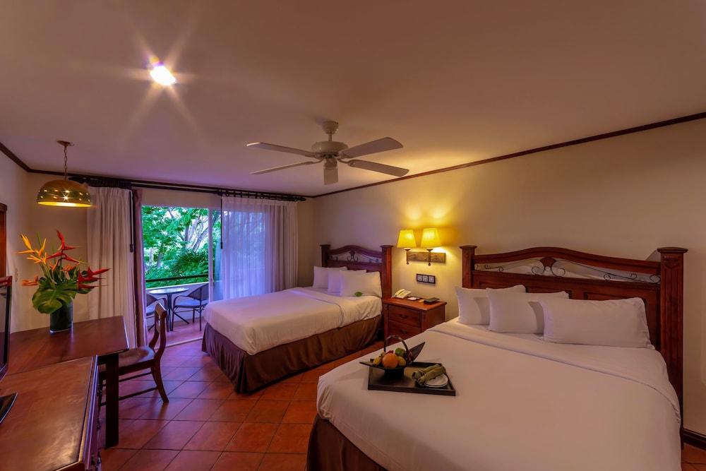 https://i.travelapi.com/hotels/2000000/1760000/1753000/1752985/2d05cd26_z.jpg