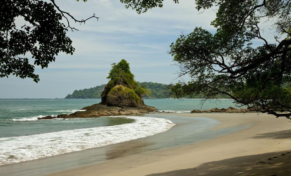 https://i.travelapi.com/hotels/2000000/1760000/1753000/1752985/37c02d54_z.jpg