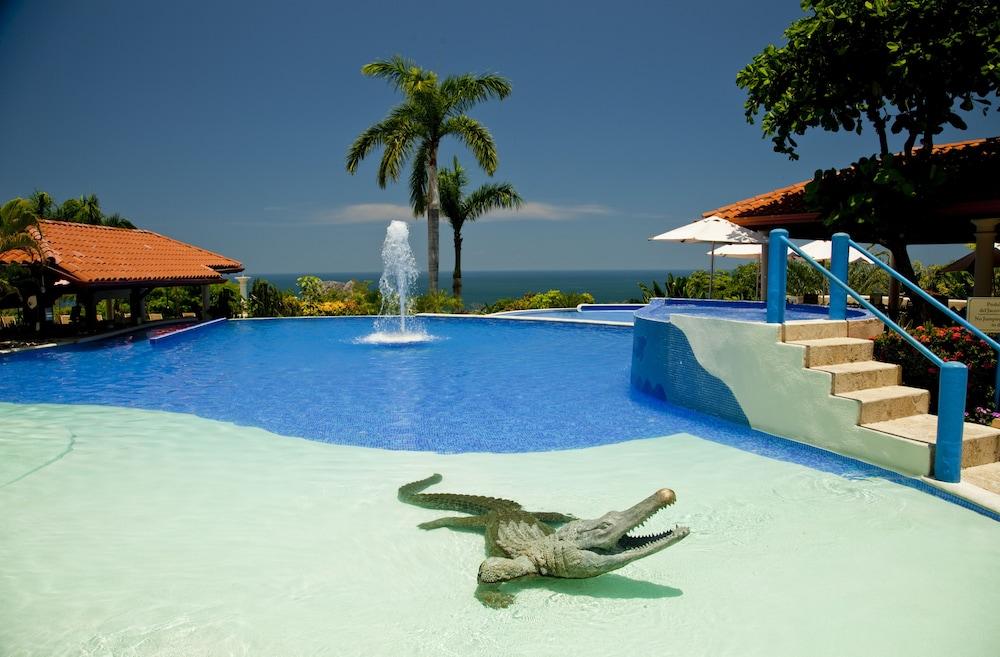 https://i.travelapi.com/hotels/2000000/1760000/1753000/1752985/565430ac_z.jpg