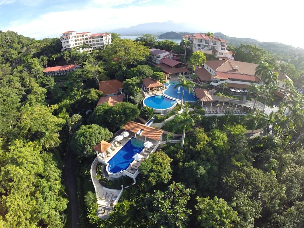 https://i.travelapi.com/hotels/2000000/1760000/1753000/1752985/698edae6_z.jpg
