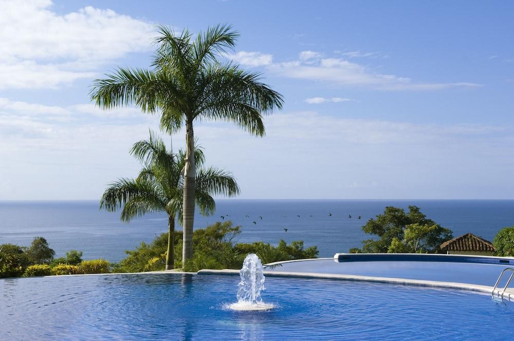 https://i.travelapi.com/hotels/2000000/1760000/1753000/1752985/7842f329_z.jpg