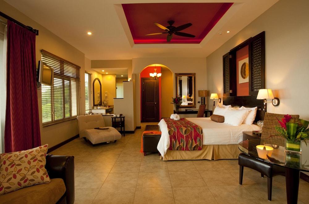 https://i.travelapi.com/hotels/2000000/1760000/1753000/1752985/898a1723_z.jpg