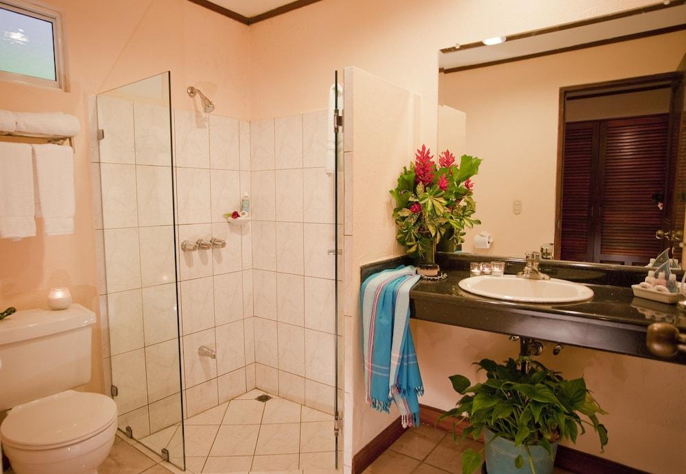 https://i.travelapi.com/hotels/2000000/1760000/1753000/1752985/96fbb734_z.jpg