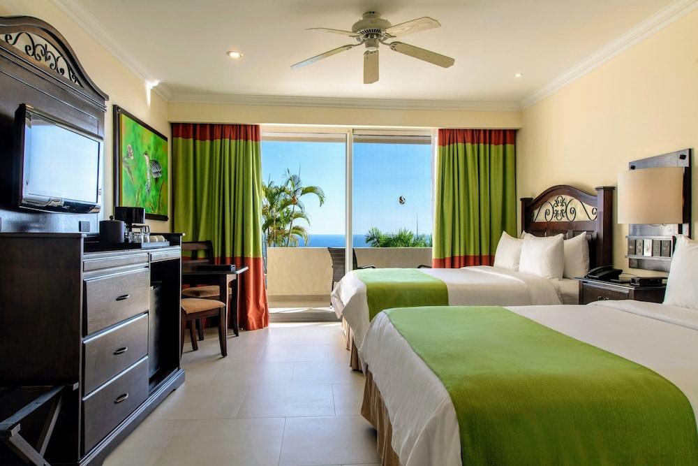 https://i.travelapi.com/hotels/2000000/1760000/1753000/1752985/ac63a1e7_z.jpg