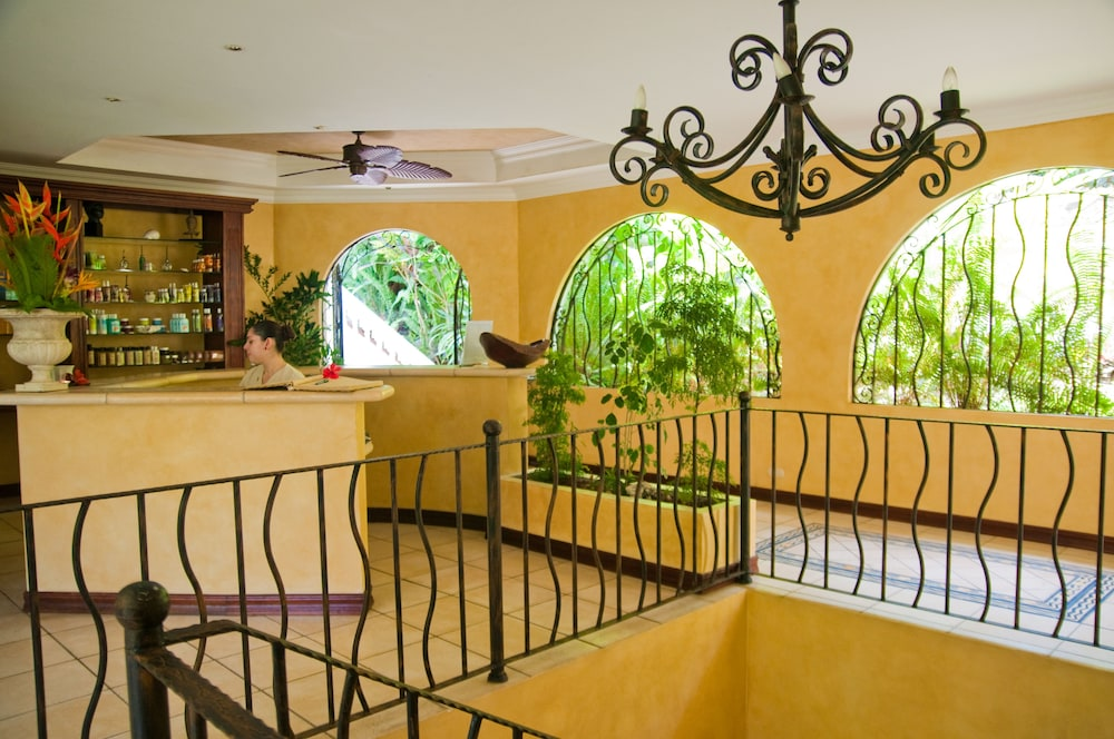 https://i.travelapi.com/hotels/2000000/1760000/1753000/1752985/b07d5ed5_z.jpg