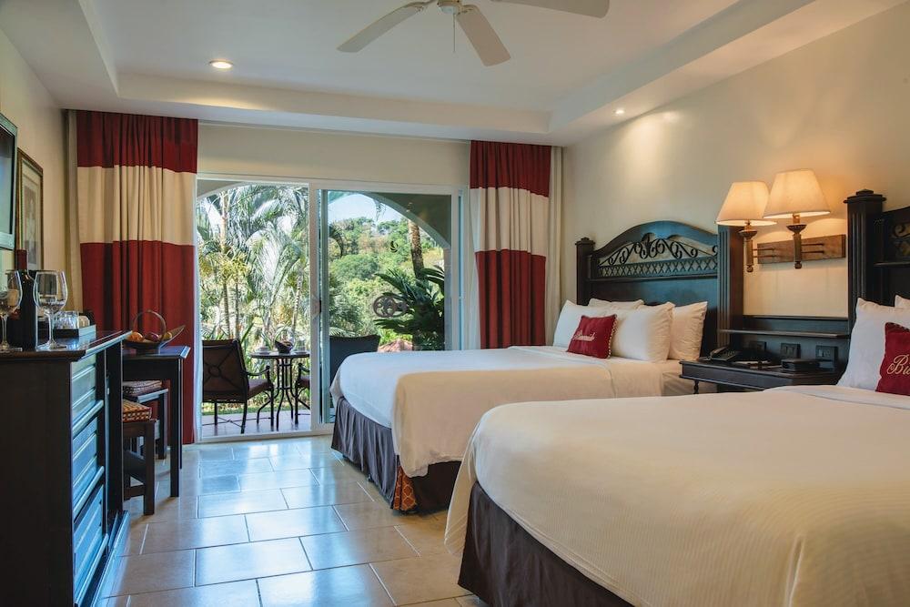 https://i.travelapi.com/hotels/2000000/1760000/1753000/1752985/bc094c22_z.jpg