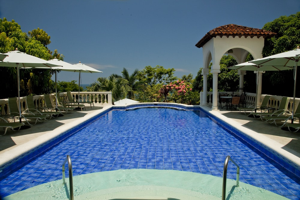 https://i.travelapi.com/hotels/2000000/1760000/1753000/1752985/c9addc03_z.jpg