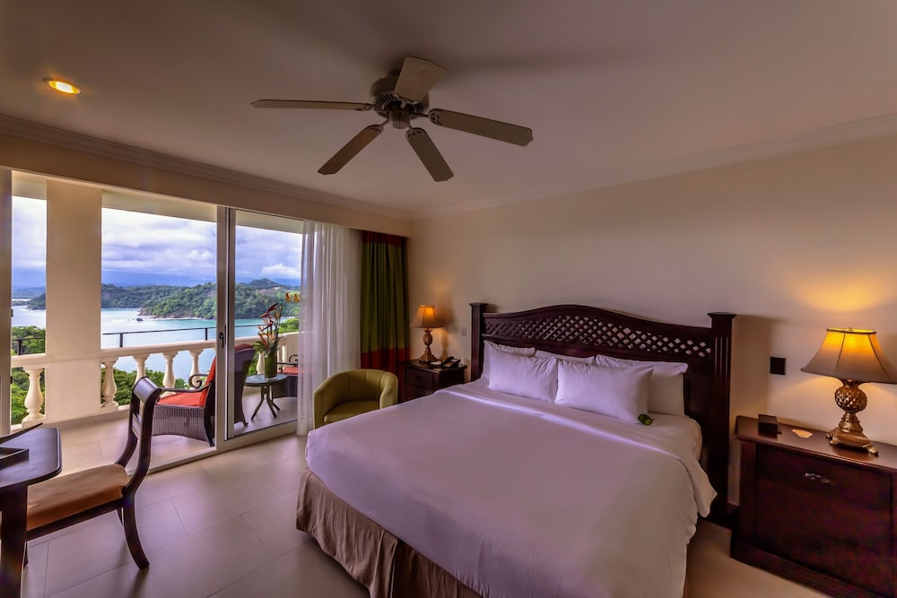 https://i.travelapi.com/hotels/2000000/1760000/1753000/1752985/ccc7a17f_z.jpg