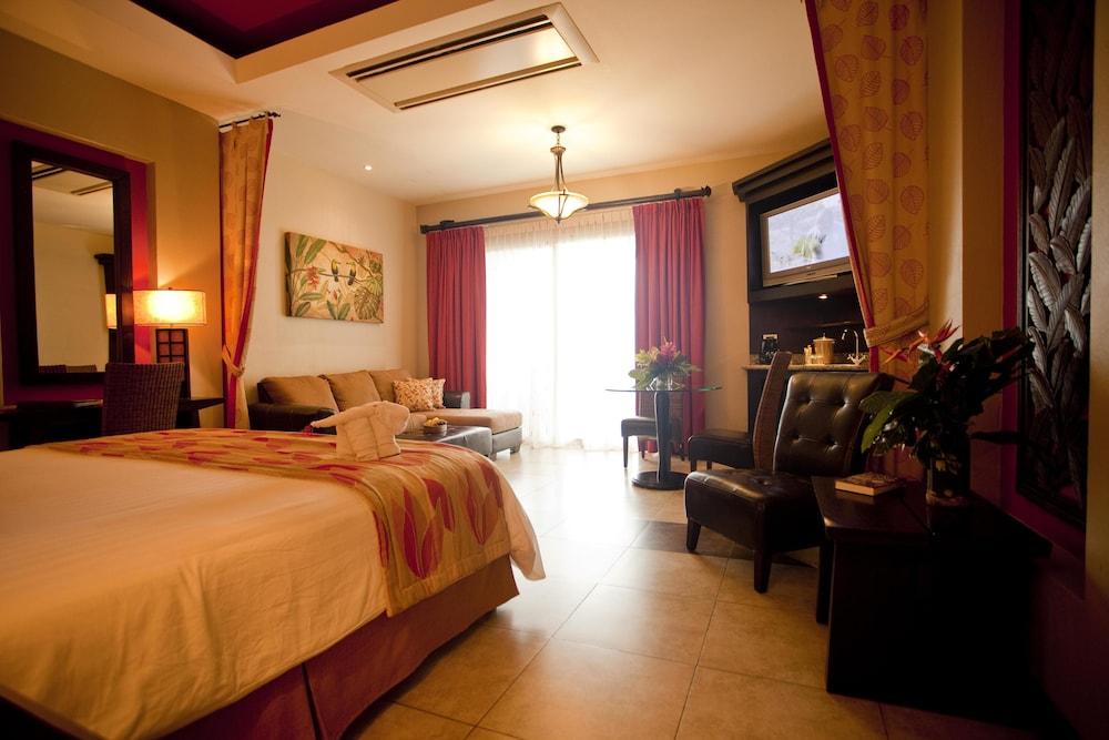 https://i.travelapi.com/hotels/2000000/1760000/1753000/1752985/e1941aae_z.jpg