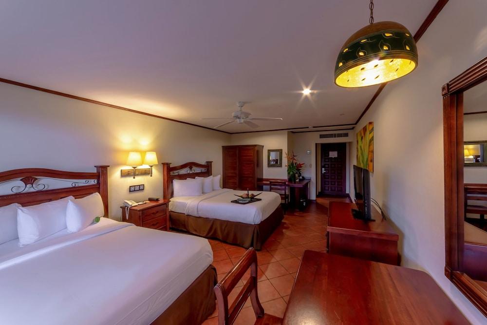 https://i.travelapi.com/hotels/2000000/1760000/1753000/1752985/fcb6790c_z.jpg