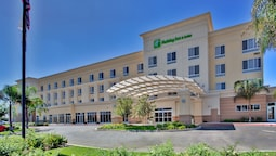 Holiday Inn Hotel & Suites Bakersfield, an IHG Hotel