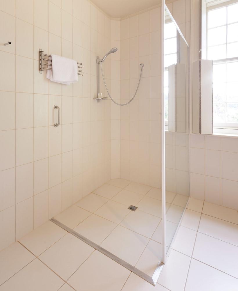 우드브리지 온 더 더웬트(Woodbridge on the Derwent) Hotel Image 34 - Bathroom Shower
