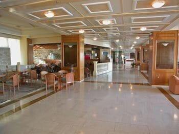 https://i.travelapi.com/hotels/2000000/1760000/1754000/1753916/26aa166b_b.jpg