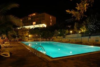 https://i.travelapi.com/hotels/2000000/1760000/1754000/1753916/7c1486c9_b.jpg
