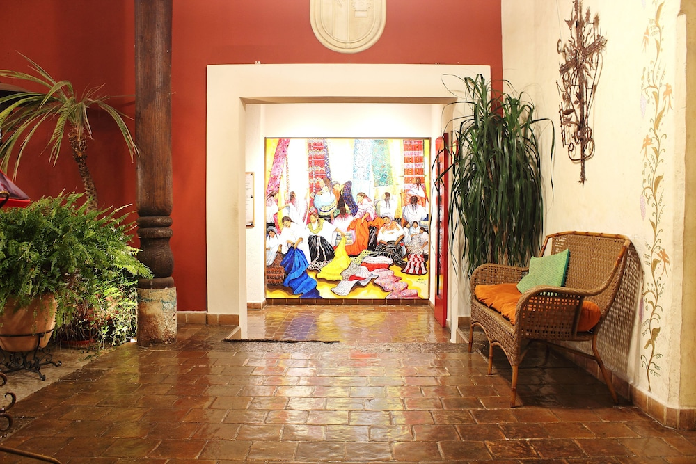 san cristobal chat rooms Book san cristobal, madagascar on tripadvisor: see traveller reviews, 11 candid photos, and great deals for san cristobal, ranked #51 of 114 b&bs / inns in madagascar and rated 5 of 5 at tripadvisor.