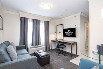 Signature Suite, 1 King Bed with Sofa bed (Corporate)