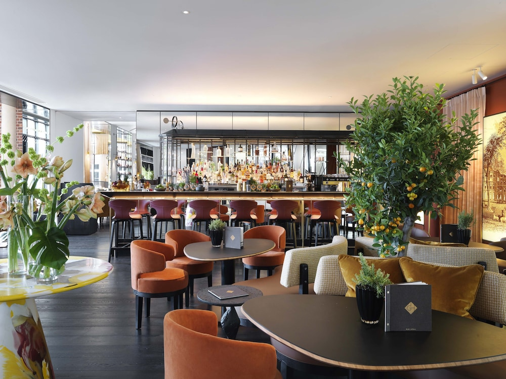 Hotel Bar