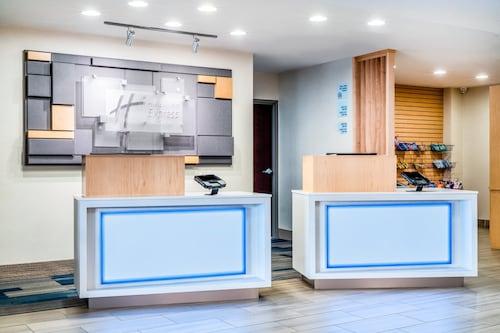 . Holiday Inn Express Hotel & Suites Tappahannock, an IHG Hotel