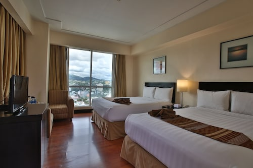 . Crown Regency Hotel and Towers Cebu