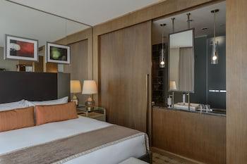 Standard Room, 1 King Bed (Loden)