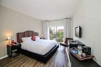 Master Suite, 2 Bedrooms, Pool View