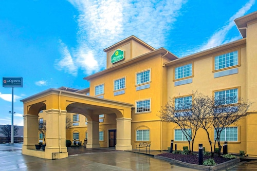 . La Quinta Inn & Suites by Wyndham Fort Smith