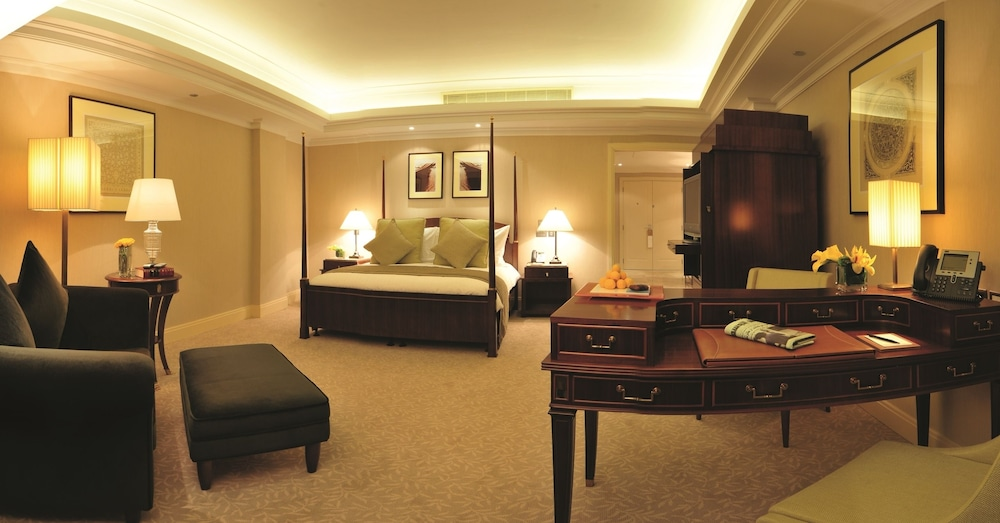 https://i.travelapi.com/hotels/2000000/1770000/1760200/1760175/3ee55bed_z.jpg
