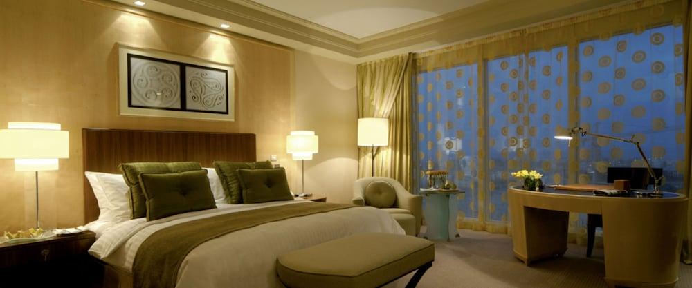 https://i.travelapi.com/hotels/2000000/1770000/1760200/1760175/4c75eda7_z.jpg
