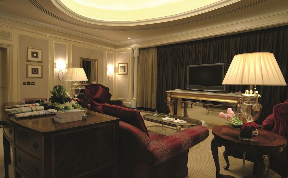https://i.travelapi.com/hotels/2000000/1770000/1760200/1760175/52f13c5e_z.jpg