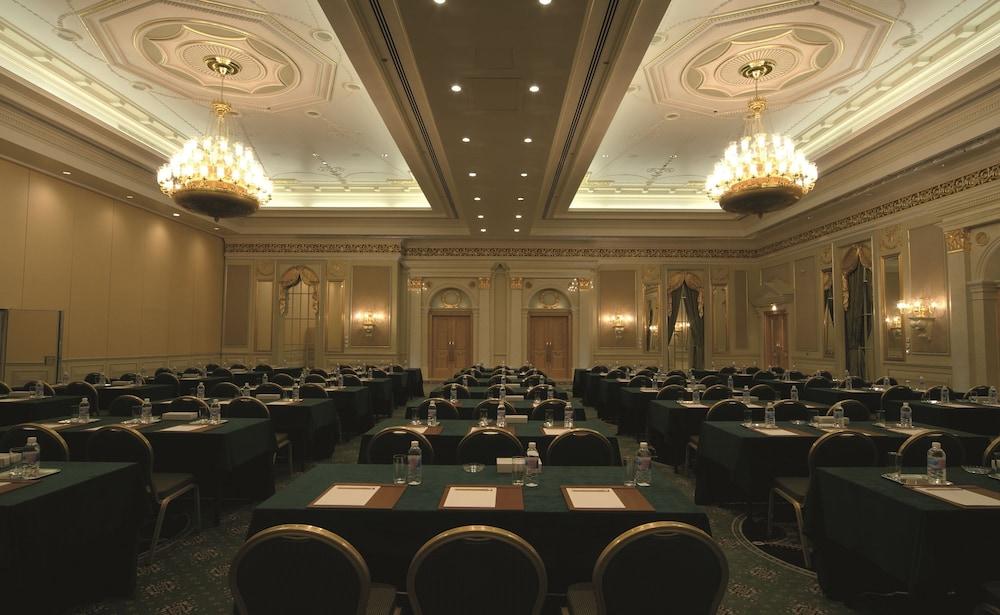 https://i.travelapi.com/hotels/2000000/1770000/1760200/1760175/b126c474_z.jpg