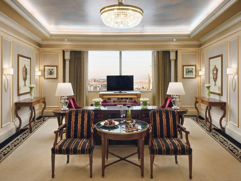 https://i.travelapi.com/hotels/2000000/1770000/1760200/1760175/c407150c_z.jpg