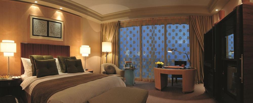 https://i.travelapi.com/hotels/2000000/1770000/1760200/1760175/ce0b1a7a_z.jpg