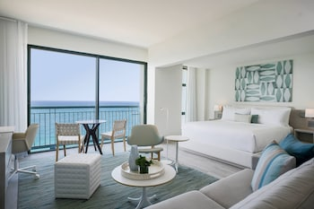 Junior Suite, 1 King Bed with Sofa bed, Oceanfront
