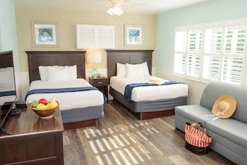Suite, Poolside