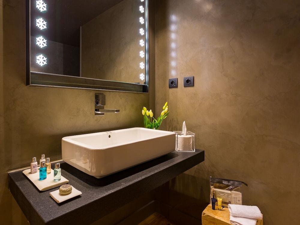 https://i.travelapi.com/hotels/2000000/1770000/1764400/1764354/ce65d6a8_z.jpg