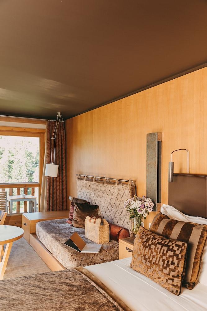 https://i.travelapi.com/hotels/2000000/1770000/1764400/1764354/dacc23ad_z.jpg