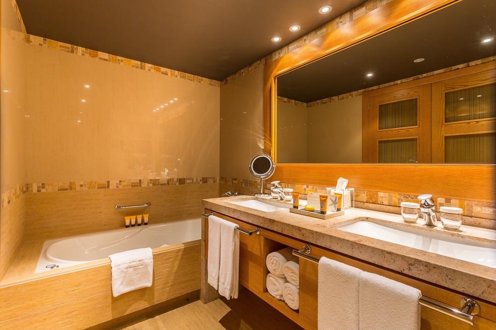https://i.travelapi.com/hotels/2000000/1770000/1764400/1764354/e2713d84_z.jpg