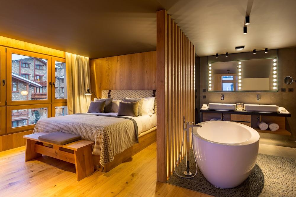https://i.travelapi.com/hotels/2000000/1770000/1764400/1764354/ee62a2f6_z.jpg