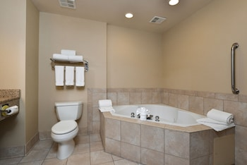Holiday Inn Express & Suites Cherry - Bathroom  - #0