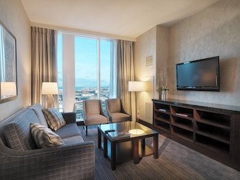 Suite, 1 Bedroom, Accessible (Roll-In Shower)