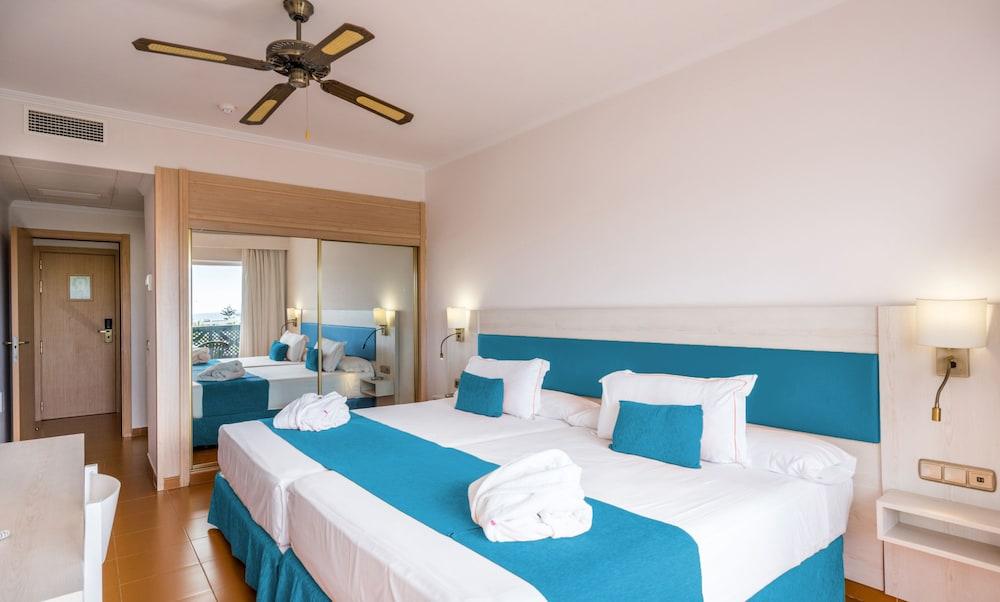 Blue Sea Costa Bastián