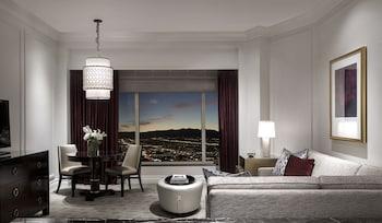 Prestige Club Lounge Premium King Suite