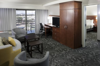 Guestroom at Courtyard by Marriott Phoenix West/Avondale in Phoenix
